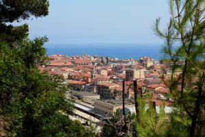 Ventimiglia (IM) – all'inizio del percorso delle Cappellette di N.S. delle Virtù
